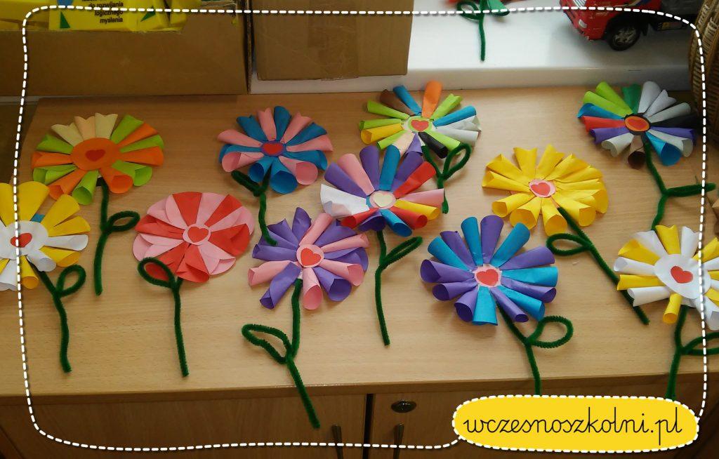 kwiatek z papierowych kolek (1)